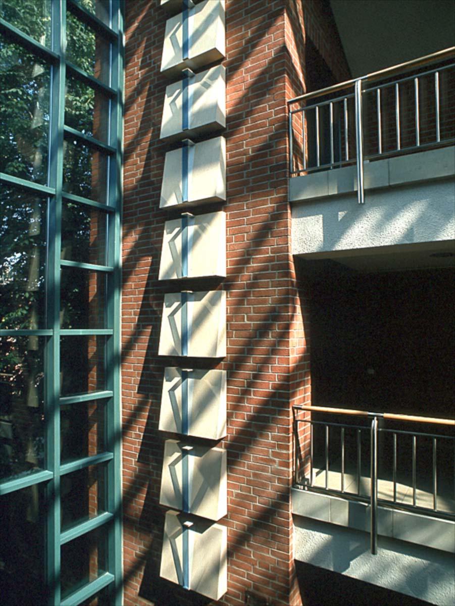 Die Lichttreppe, Stade